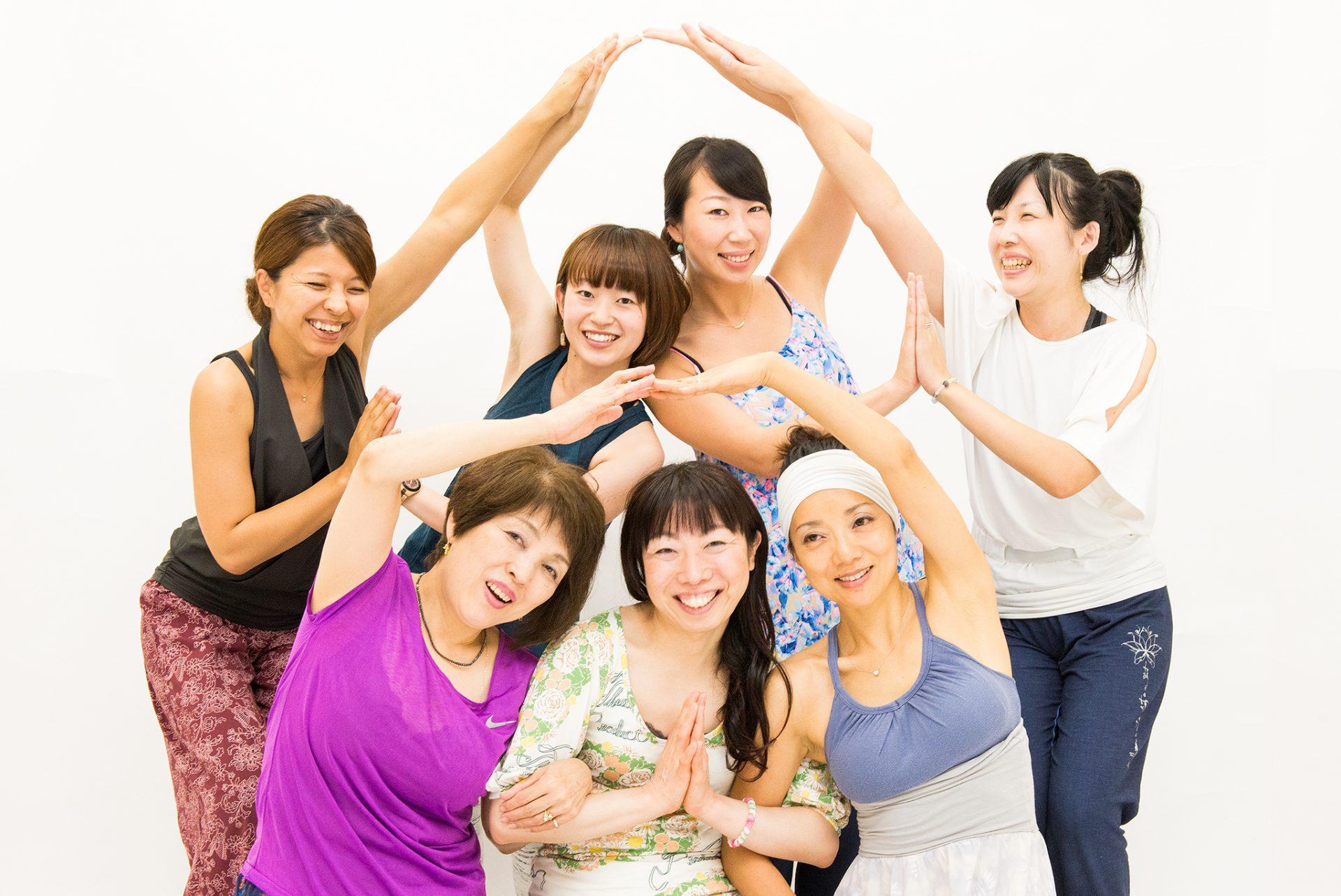 北九州市のヨガスタジオココカラのヨガインストラクター養成講座卒業生たち