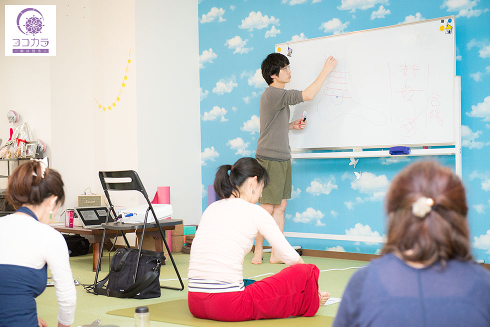 福岡のヨガインストラクター養成講座を行うヨガスタジオココカラ3