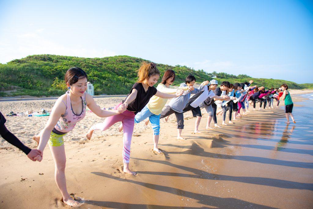 北九州のビーチヨガイベントといえばヨガスタジオココカラ
