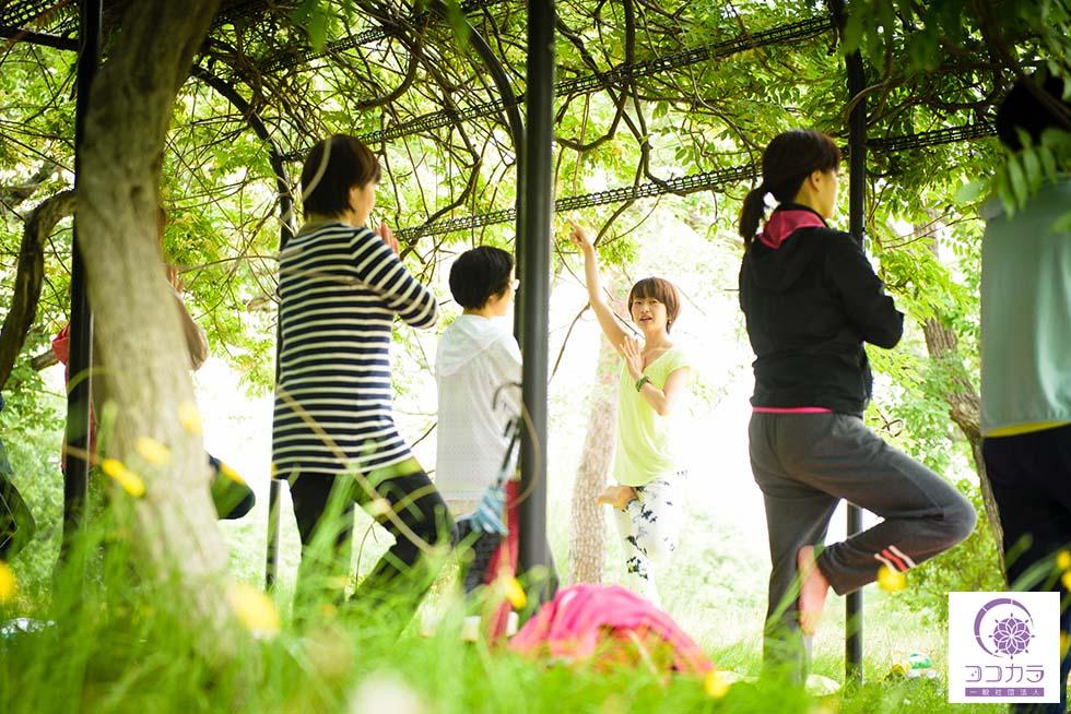 梅雨の日も雨の日もパークヨガを楽しむ北九州のココカラ